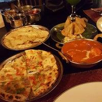 Foto tirada no(a) Sitara Indian Cuisine Restaurant por Yosef E. em 8/17/2015
