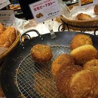 Photo taken at イスズベーカリー 元町店 by fuyu👁🗨® (. on 1/31/2015