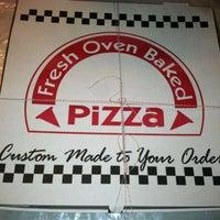 Foto scattata a Sal & Carmine's Pizza da Luisa M. il 4/3/2013