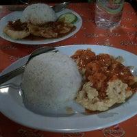 Photo taken at Foodspot 5mu (LimaMu) by Teriana A. on 7/10/2013
