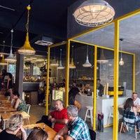 3/2/2016 tarihinde Walter's Coffee Roasteryziyaretçi tarafından Walter's Coffee Roastery'de çekilen fotoğraf