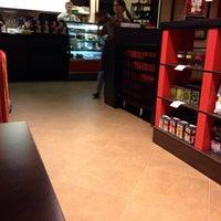 Снимок сделан в Traveler's Coffee пользователем Sergey🚀 K. 11/20/2013
