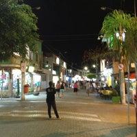 Foto tirada no(a) Calçadão de Porto de Galinhas por Pequeno J. em 2/17/2013