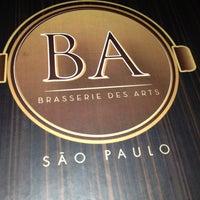 Foto tirada no(a) Brasserie des Arts por Gabriela R. em 4/12/2013