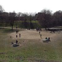 Foto tomada en Trinity Bellwoods Park por Dave H. el 4/26/2013