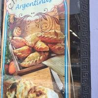 Foto scattata a El Mercado Food Mart da Nina M. il 2/7/2018