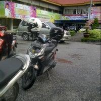 Photo taken at Kantor Dinas Pendidikan Provinsi Riau by Aan W. on 12/17/2012