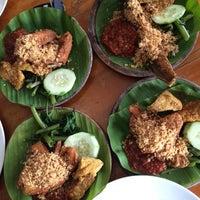 Photo taken at Ayam Penyet Ria Sunway by Sarah H. on 5/1/2016