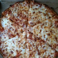 Photo taken at Domino's Pizza by Delete on 9/13/2013
