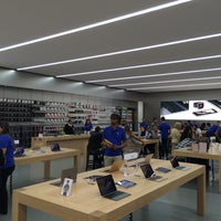 Photo taken at Apple Morumbi by Gustavo S. on 6/28/2015