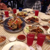 Photo taken at Restaurant Mualaf by Sabrina A. on 6/29/2016