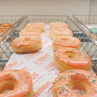 Photo taken at Dunkin' Donuts by Victor R. on 9/18/2017