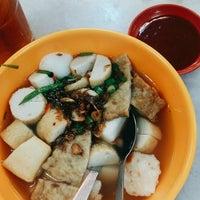 Photo taken at Restoran Yong tau fu Pulau Gadong by Najwa H. on 3/1/2017