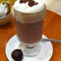 Снимок сделан в Butlers Chocolate Café пользователем angela c. 3/21/2013