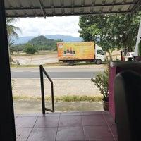 Photo taken at Kedai Makan Tepi Sawah by Meyza Affendy O. on 10/24/2017
