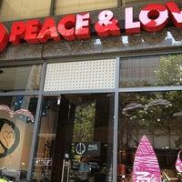 3/30/2013 tarihinde Gabriela P.ziyaretçi tarafından Peace & Love New York'de çekilen fotoğraf