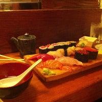Foto tomada en Tomoe Sushi por goldielocks el 7/23/2013