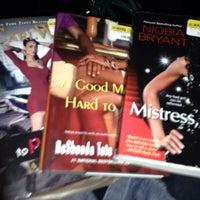 Foto tirada no(a) Half Price Books por Brandy M. em 2/17/2014