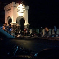 Photo taken at Sayidan, Yogyakarta by Adjie E. on 11/30/2013