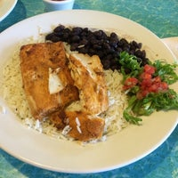 Photo taken at Wahoo's Fish Taco by choipd on 9/1/2014