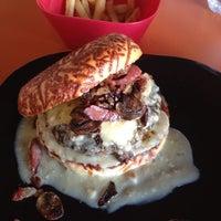 Foto tomada en The Burger Laboratory por Pepe T. el 6/22/2013