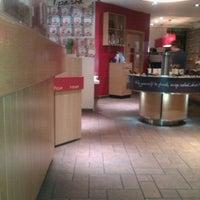 Photo taken at Pizza Hut by Graeme E. on 11/2/2012