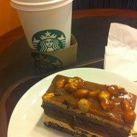 Das Foto wurde bei Starbucks von Pınar s. am 4/15/2013 aufgenommen