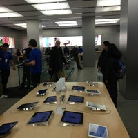 Photo taken at Apple Bahnhofstrasse by Alex P. on 2/1/2013