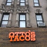 Foto scattata a Otto's Tacos da sarah p. il 11/3/2013