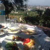 Photo taken at Çınar Tepe Kahvaltı Bahçesi by Özge Y. on 8/25/2017