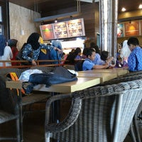 Photo taken at Dunkin' Donuts by Baskoro S. on 10/13/2015