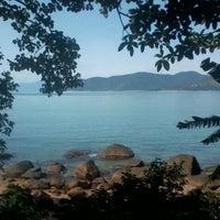 Foto tirada no(a) Praia da Lagoinha por Marina J. em 1/8/2013