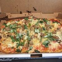 Foto tirada no(a) DC Pizza por 👢Kitaboots👢 em 6/9/2015