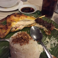 Photo taken at Chicken Bacolod by Akihito A. on 10/2/2016