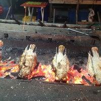 Photo taken at น้องเฟริส์เมี่ยงปลาเผา by Maaw@///@ M. on 12/28/2012
