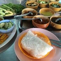Photo taken at ขนมจีนเส้นสด เมืองคอน หน้าเรือนจำ by ลูกชิ้น พ. on 12/13/2015