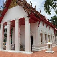 Photo taken at วัดเกษมสรณาราม by ลูกชิ้น พ. on 8/12/2015