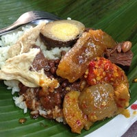 Photo taken at Nasi Gudeg & Nasi Liwet Danukusuman by Vina A. on 4/23/2015