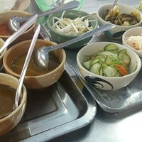 Photo taken at ขนมจีนเส้นสด เมืองคอน หน้าเรือนจำ by Aphiwat .. on 6/9/2016