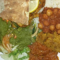 Foto diambil di Bombay Bistro oleh Heidi W. pada 10/22/2014
