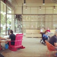 Foto tomada en Dancing Goats Coffee Bar por Hooty T. el 5/25/2013