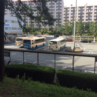 Photo taken at 阪急バス 桃山台駅前 バス停 by kurayamadasoga on 9/14/2015