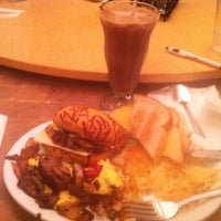 Photo taken at Denny's by Edo D. on 9/14/2012