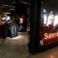 Photo taken at Superdry 極度乾燥 (しなさい) by Alhafiz . on 11/20/2015