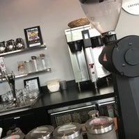 Foto tomada en Land of a Thousand Hills Coffee por Carrie B. el 9/22/2017