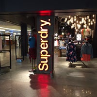 Photo taken at Superdry 極度乾燥 (しなさい) by Jireh G. on 3/12/2016