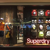 Photo taken at Superdry 極度乾燥 (しなさい) by Jireh G. on 3/2/2016
