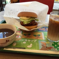 Photo taken at MOS Burger by なーち ♪. on 12/17/2016