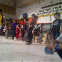Photo taken at Stasiun Tanah Abang by fauzi m. on 6/29/2013