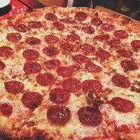 Das Foto wurde bei Proletariat Pizza von Jamie S. am 12/1/2012 aufgenommen
